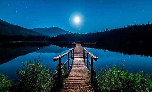 Ночь, озеро, горы, помост, природа, звезды, яркая Луна