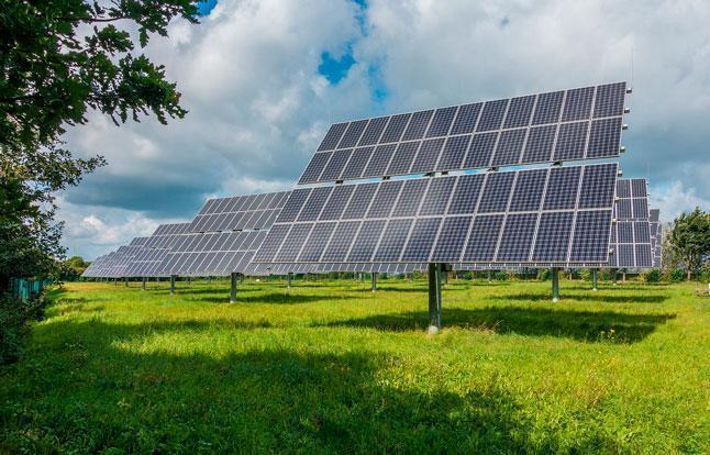 фотоэлектрические системы, солнечные батареи, солнечная энергия, панели, поле, трава, небо, облака