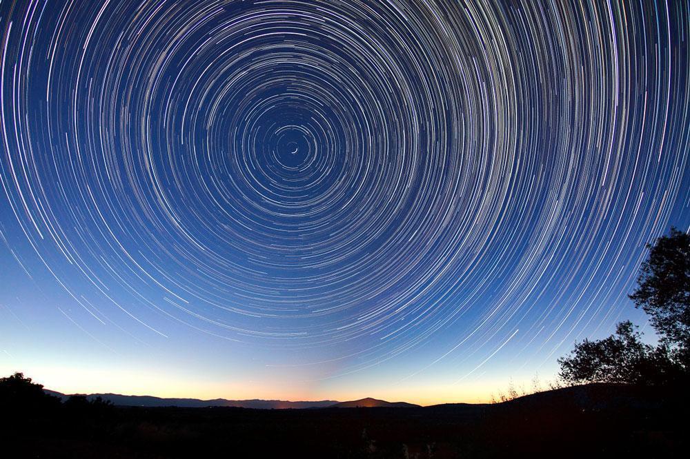 Звездные тропы, звездные трассы, звездные пути, ночное небо, фото с выдержкой, полярная звезда