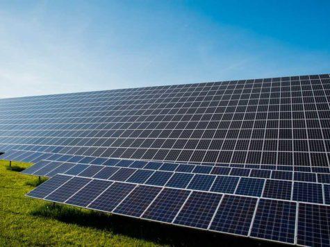 солнечные батареи, солнечные панели, солнечный день, энергия солнца, зеленая энергетика, голубое небо